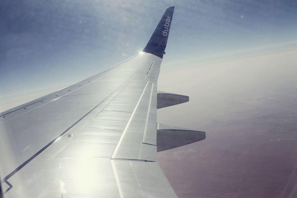 Бюджетное путешествие на самолете, самолет, крыло самолета