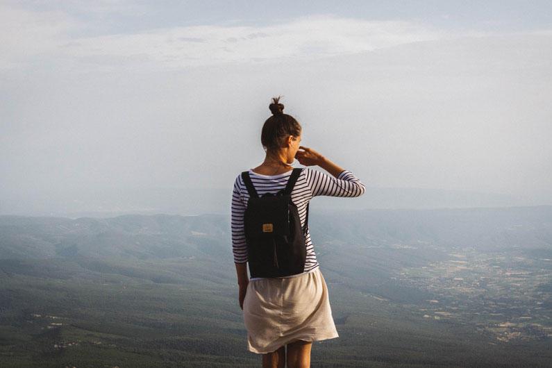 Бэкпэкер-туризм, без чемодана, дешевый туризм